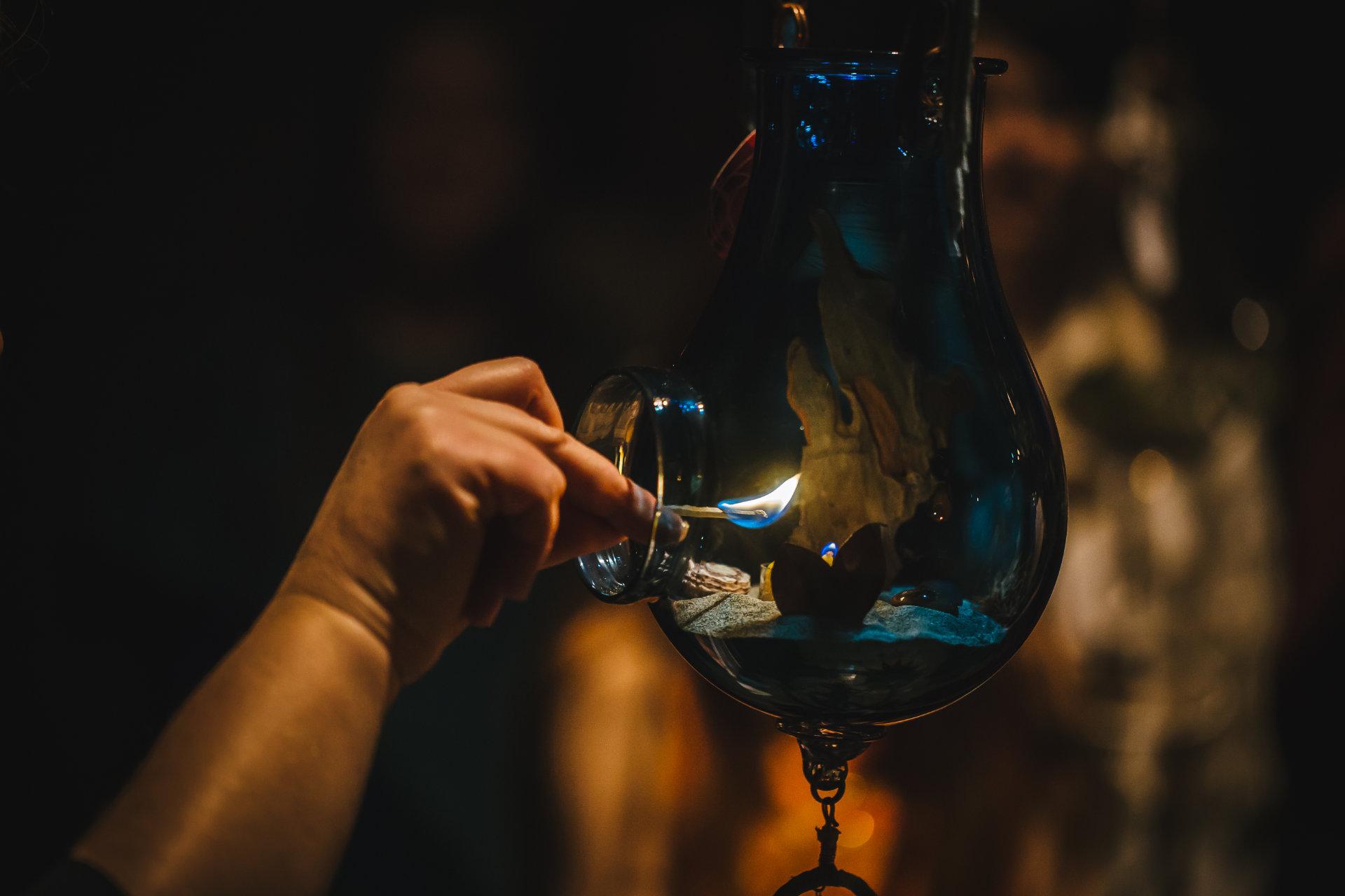 Allumage d'une lanterne